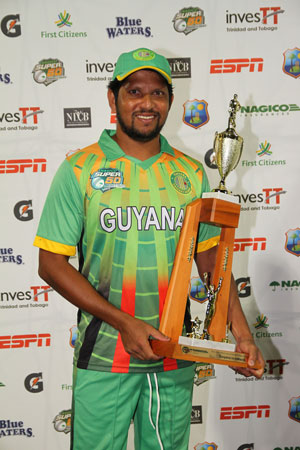 Well done Ronnie! A smiling Ramnaresh Sarwan proudly displays his Man- of- the- Match trophy, after his swashbuckling innings against Ireland last Friday afternoon. (Photo courtesy flickr.com/windiescricket.)