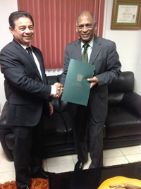 Panama's Vice Minister of Agriculture, Estebana Giron Dias, hands over the agreement documents to Agriculture Minister, Dr. Leslie Ramsammy