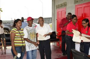 President commissions new fishing complex at de edward for Dr leslie fish