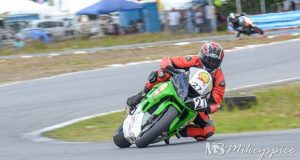 Stephen Vieira and his Kawasaki ZX6-R. (Mikey Spice photo)