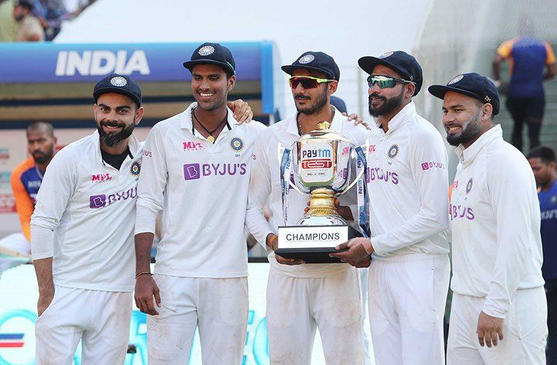 From left: Virat Kohli, Washington Sundar, Axar Patel, Mohammed Siraj and Rishabh Pant. (Getty)