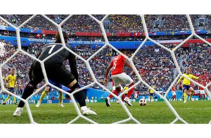 Sweden's Emil Forsberg scores their first goal past Switzerland's Yann Sommer REUTERS/Damir Sagolj
