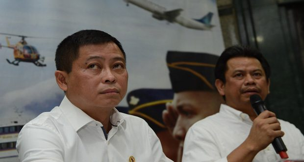 Indonesia's Transport Minister Ignasius Jonan, left, with the Director General for air transport Suprasetyo, during a press conference in Jakarta yesterday announcing the plane crash in Papua (Photo courtesy Romeo Gacad/AFP/Getty)