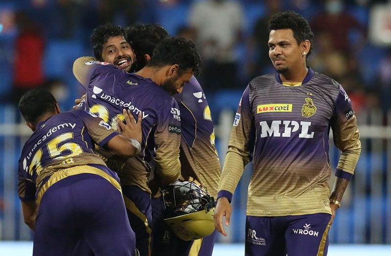 The Kolkata Knight Riders mob Rahul Tripathi after he took them over the line vs Delhi Capitals, IPL 2021 Qualifier 2, Sharjah, October 13, 2021 (BCCI)
