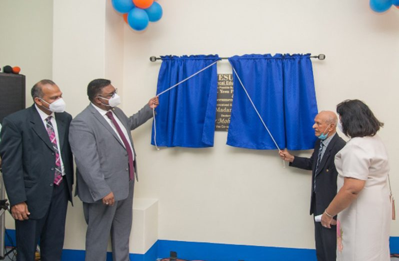 President Dr. Mohamed Irfaan Ali and Dr. Yesu Persaud unveiling the plaque as Minister of Health, Dr. Frank Anthony looks on (DPI photo)