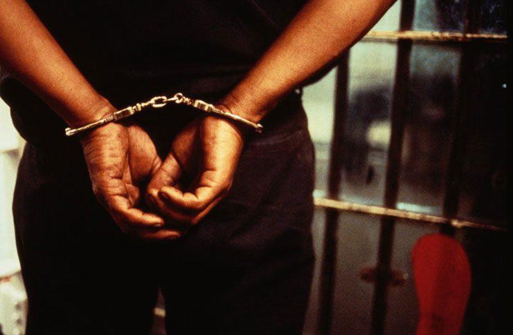 cuff_crime_handcuff