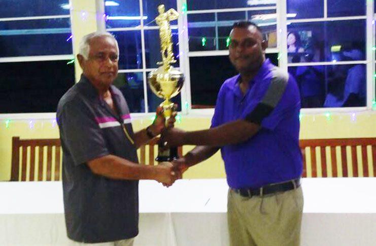 Mahendra Bhagwandin (right) receives his winning trophy.